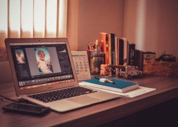 Laptop-on-desk-in-home-office