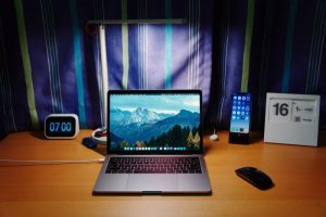 Laptop-on-desk-with-phone-and-clock-and-calendar